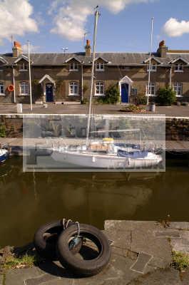 moored yacht bristol docks yachts yachting sailing sailboats boats marine misc. pontoon cottages avon england english angleterre inghilterra inglaterra united kingdom british
