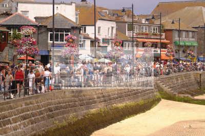 st ives crowds seafront uk coastline coastal environmental sea seashore waterfront bathing sands strand cornish cornwall england english angleterre inghilterra inglaterra united kingdom british